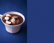CHOCOLAT CHAUD ET MARSHMALLOWS PHOTOGRAPHIE: JULIE CHARLES RÉALISATION ET STYLISME CULINAIRE: MARY CAMPBELL